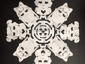 【蜗牛扑克】神人的剪纸艺术 摊开剪纸像万花筒