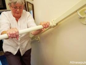【蜗牛扑克】StairSteady滑动式楼梯扶手 行动不便老人上下楼的小帮手