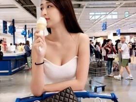 【蜗牛扑克】胸器妹Weiwei 白色吊带装事业线一览无遗