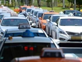 """【蜗牛扑克】出租车司机边开车边看A片 """"骚扰""""乘客:我可能会发出些声音"""