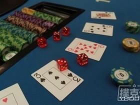 【蜗牛扑克】德州扑克中翻前全压时盯着底牌看代表什么?