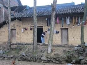 【蜗牛扑克】小时候家里穷,读书太不容易。这使我坚守偏远山村支教。