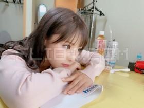 """【蜗牛扑克】大奶萝莉教师""""桃乃木かな""""一对一服务不小心放空 毫无防备小脸蛋让人超想X下去!"""