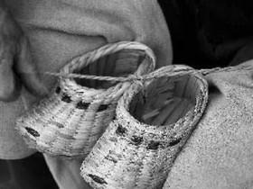【蜗牛扑克】小时候穿的蒲鞋