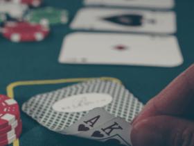 【蜗牛扑克】德州扑克AK错过翻牌该怎么办?