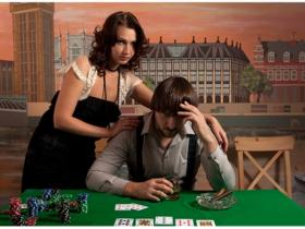 【蜗牛扑克】德州扑克玩家要学会打牌顾家两不误