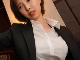 【蜗牛扑克】美人女上司与处男下属出差晚上同住一房 主动帮忙超性福!