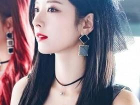 【蜗牛扑克】金知妍 韩国女子演唱组合宇宙少女成员美照分享