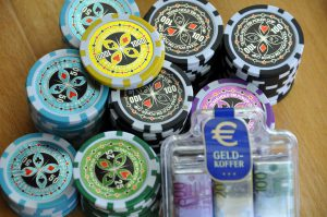 为什么蜗牛娱乐场要用筹码币代替现金?
