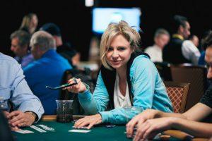 对话扑克传奇人物Jennifer Harman(中)