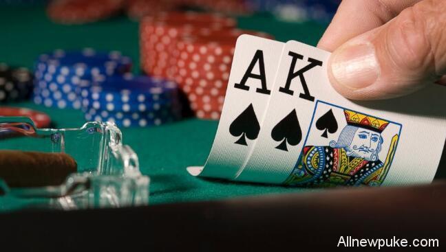 蜗牛扑克牌局分析:你可以放弃一手葫芦