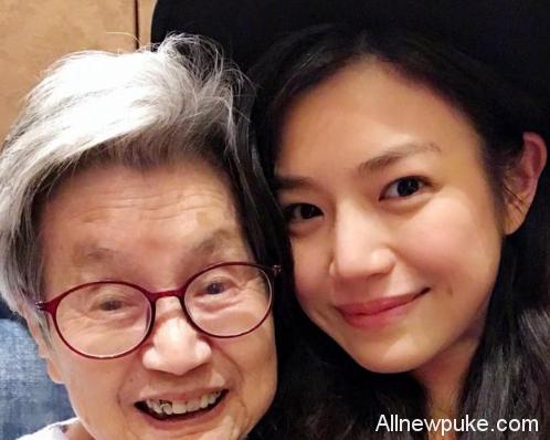 蜗牛扑克:陈妍希晒照自曝首次见姑婆 感叹其与外公超像