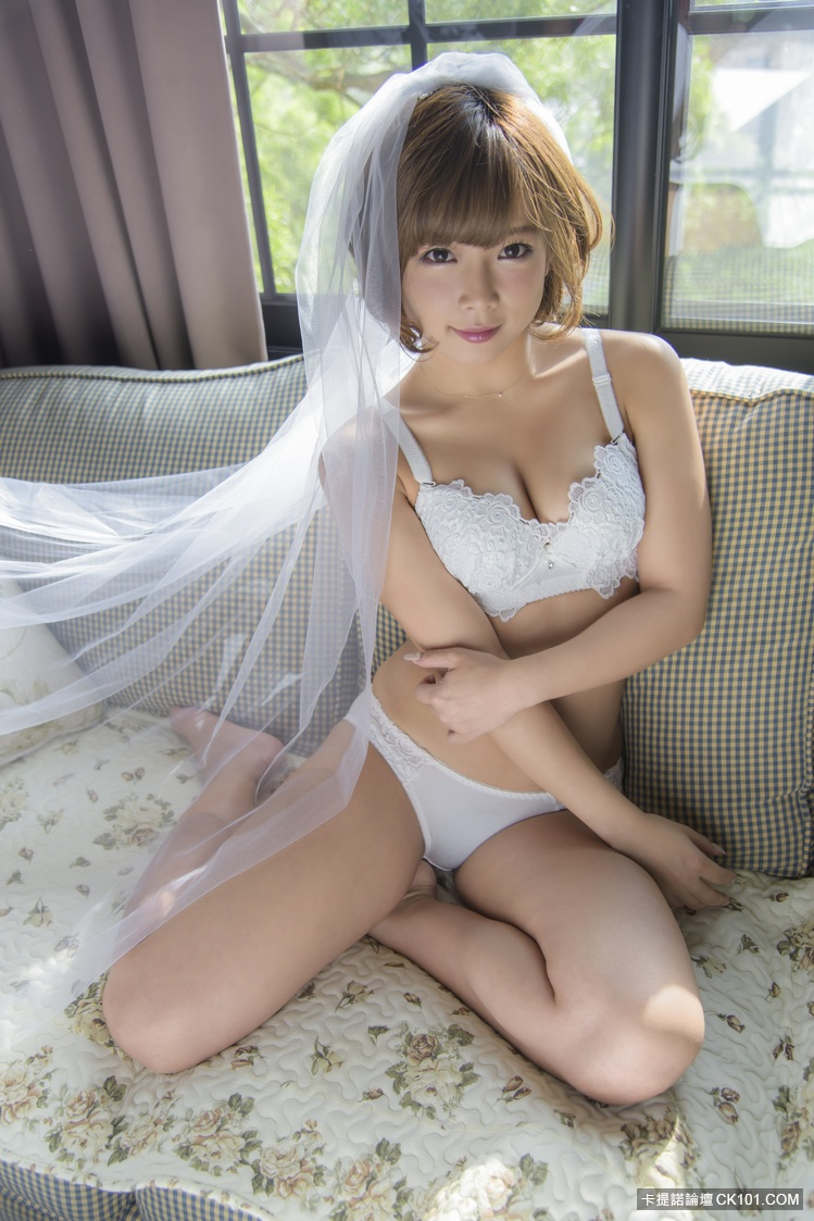 【蜗牛扑克】知名AV女优「纱仓真菜」女神秘密赴台 拍摄婚纱写真集《纱晓》