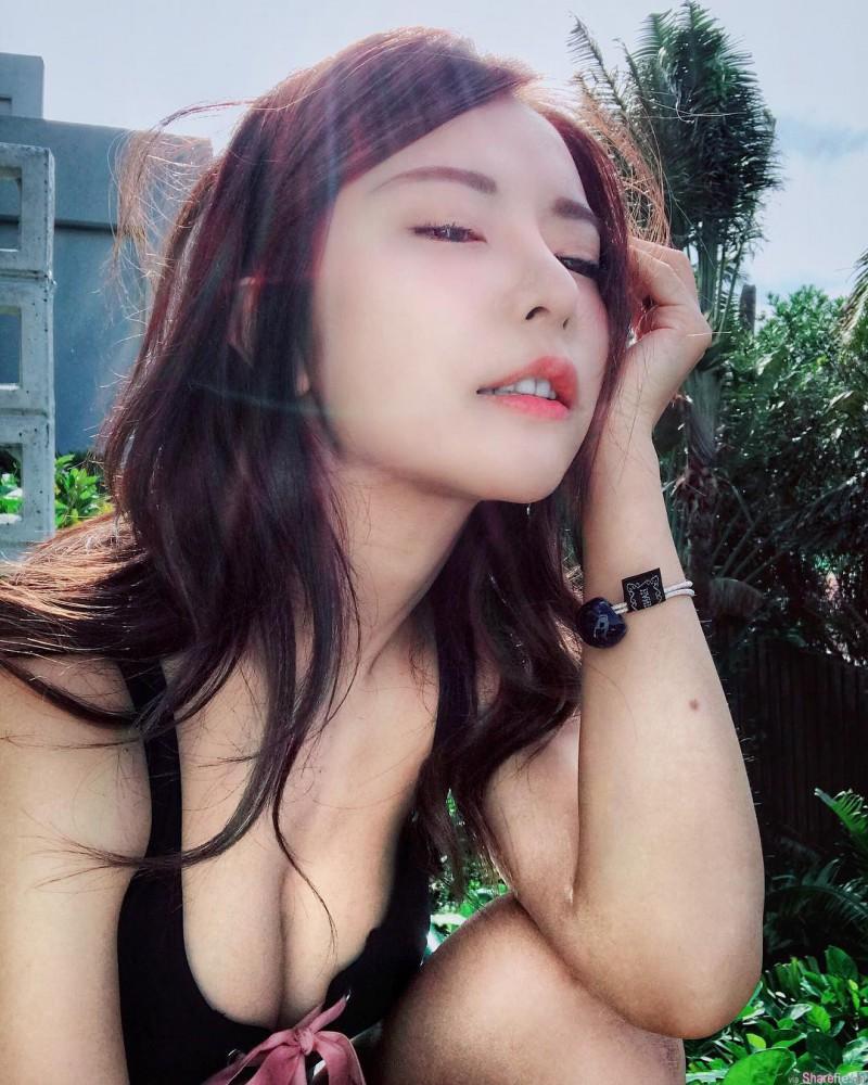 【蜗牛扑克】台湾网红正妹巫苡萱 美女直播乳香飘溢