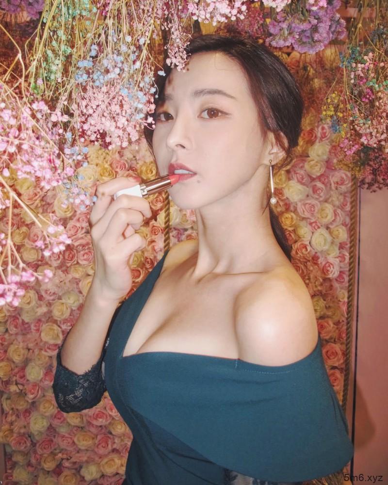 【蜗牛扑克】网红美女主播奎丁 清新正妹美人痣吸引眼球