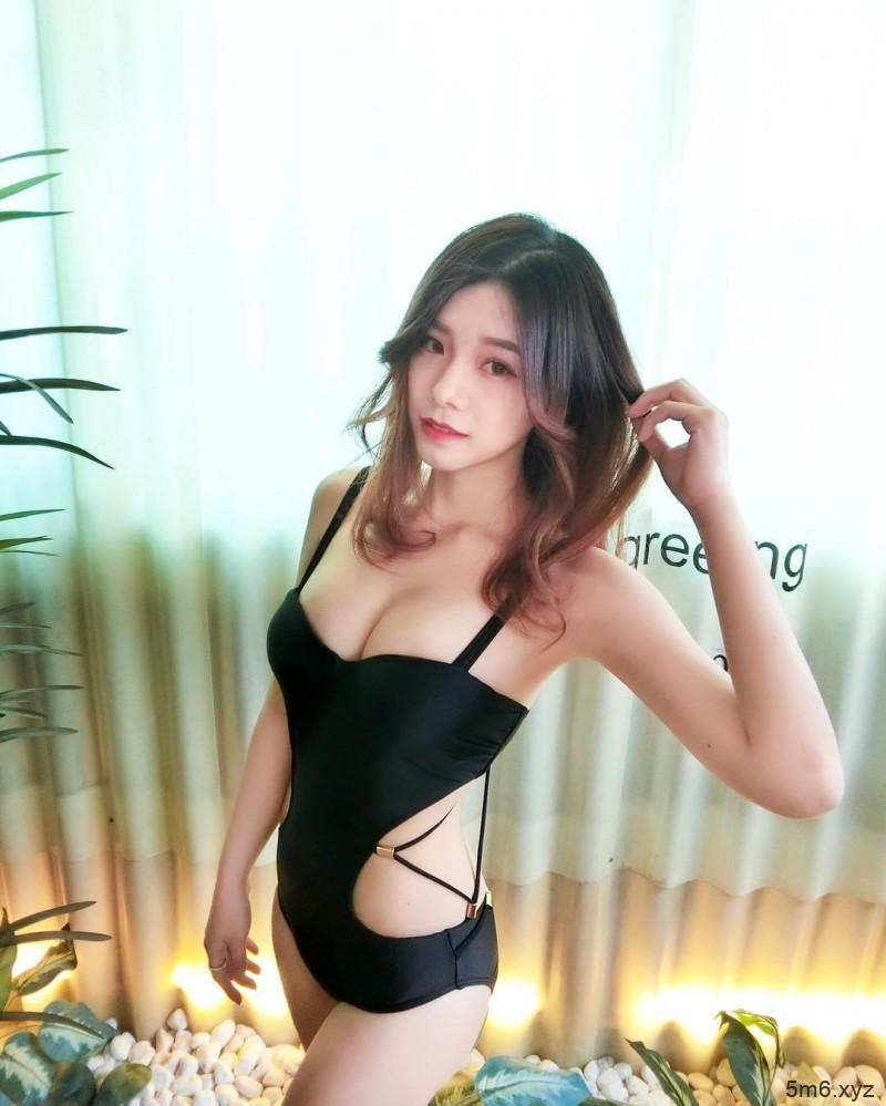 【蜗牛扑克】台湾性感辣妹佩茹Penny 沐浴照酥胸半露令人流鼻血