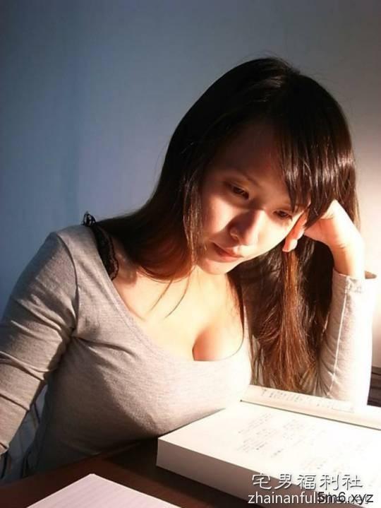 【蜗牛扑克】胸器妹桌游特辑 桌上巨乳的诱惑令人坐立难安