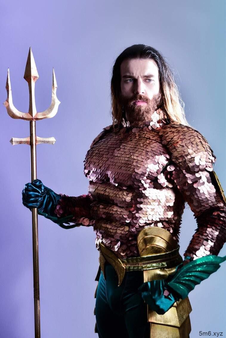 【蜗牛扑克】胡须女Cosplay海王还原度高 Ladybeard首次扮演男性角色