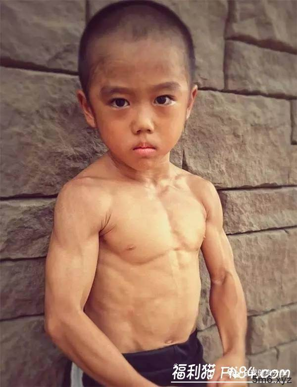"""【蜗牛扑克】7岁小男孩今井隆星""""全身肌肉炸裂""""!""""魔鬼训练""""过程曝光 堪称""""迷你版李小龙"""""""