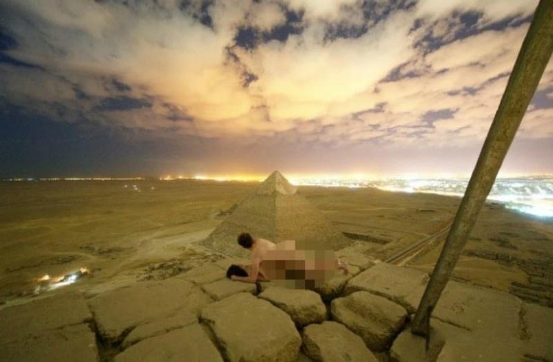 【蜗牛扑克】丹麦摄影师埃及金字塔顶上打野战 性爱解锁曝光引争议