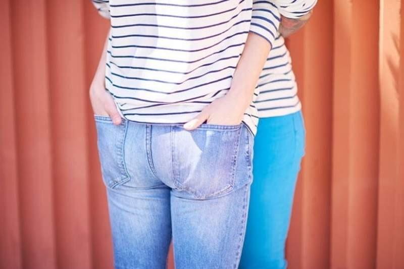 """【蜗牛扑克】女友有喜欢摸屁股的癖好 公众场合""""摸臀杀""""让男友很烦恼"""