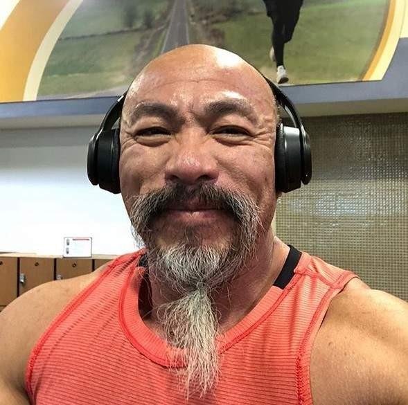 【蜗牛扑克】现实版龟仙人Nhon Ly 肌肉老人潮搭像《龙珠珠》武天老师