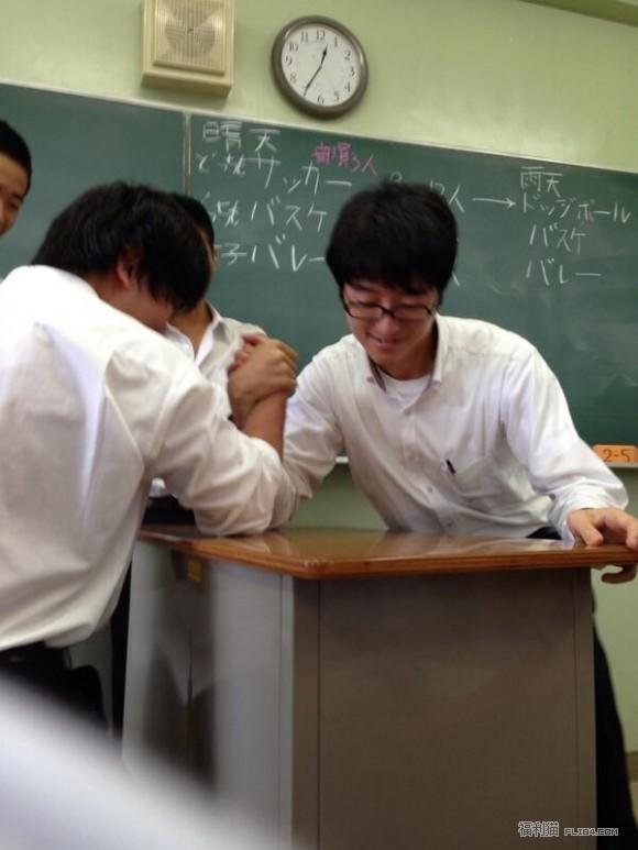 【蜗牛扑克】日本老师被爆拍VA,白天教数学晚上健康教育,大桥未久都被他上过!