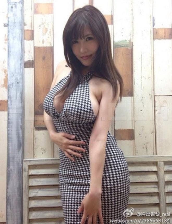 【蜗牛扑克】史上最强BODY引退2年,冲田杏梨惊人近况!女神到人母颜值急转下!
