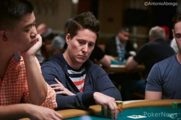 【蜗牛扑克】德州扑克Selbst用J8诈唬三条街,惨遭嘲讽,业余操作?