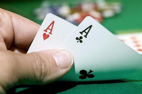 【蜗牛扑克】德州扑克在小筹码状况下慢玩AA