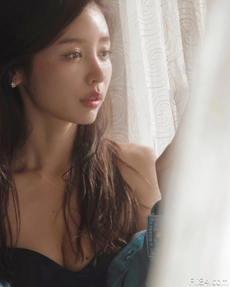 """【蜗牛扑克】今日妹子图20200325:日本最美腰臀""""加治瞳"""",穿上比基尼小腹完全没有一丝赘肉!"""