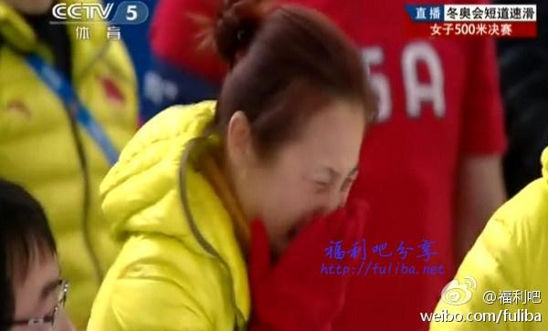 【蜗牛扑克】【冬奥会】三名对手一起摔倒,本届冬奥会中国队的第一枚金牌是捡来的