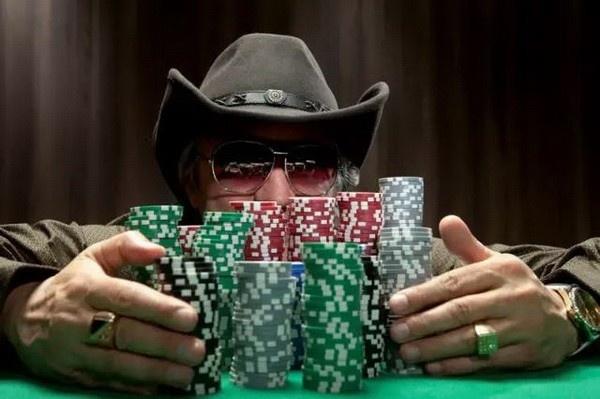 【蜗牛扑克】德州扑克读牌时请考虑每一条街