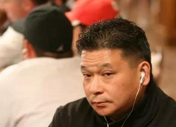 【蜗牛扑克】德州扑克大神Johnny Chan 超池下注打飞魔术师