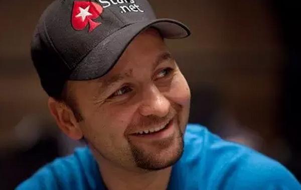 【蜗牛扑克】摇滚歌手一样的德州扑克选手--Daniel Negreanu