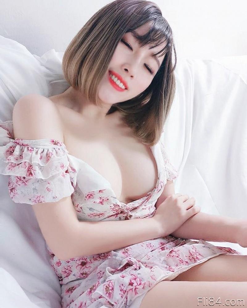 【蜗牛扑克】今日妹子图20200329:水滴奶妹子林淑芬不只胸美还有浑圆蜜桃臀!