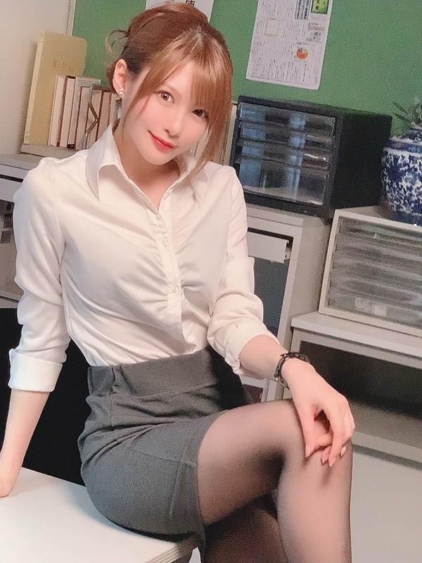 【蜗牛扑克】口技女王!「相沢みなみ」的销魂吹功太舒服,口内爆发比进入还爽!