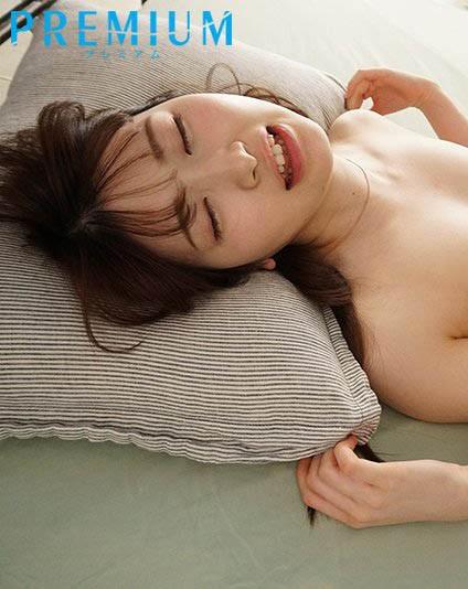 【蜗牛扑克】十头身美少女主播解禁!香椎花乃人生第一次被中出了!