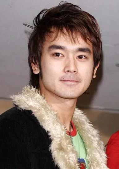 【蜗牛扑克】撞脸林志颖,给欧阳娜娜当干爹,这位帅气泰国演员为何这么牛?