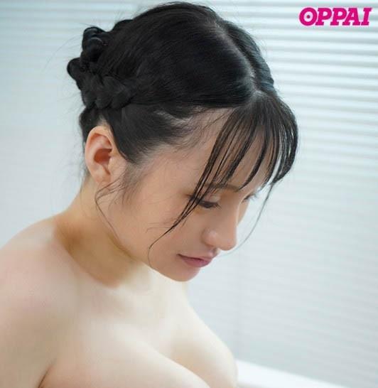 【蜗牛扑克】纯天然尚好!100公分J罩杯 性感女大生「赤江恋実」搭配粉红奶头更赞!