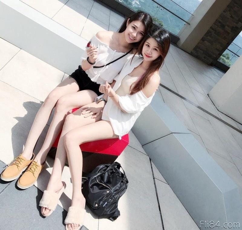 """【蜗牛扑克】今日妹子图20200326:绣纹师""""Elise"""" 雪白巨乳修长美腿,好像被她服务啊!"""