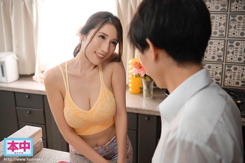 【蜗牛扑克】女友妈妈「JULIA」初次见面就问要不要摸 想中出也OK喔!