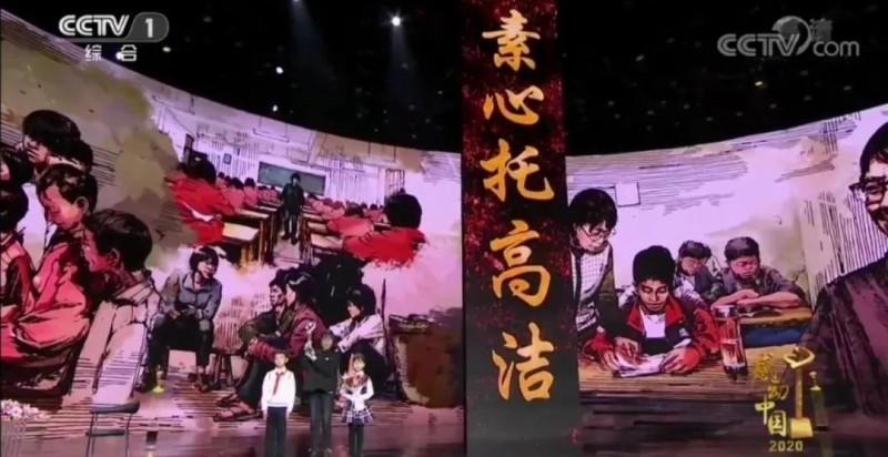 【蜗牛扑克】感动中国张桂梅:我会不会失约?今天她坐轮椅接受表彰