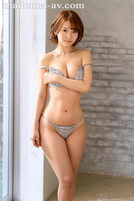 【蜗牛扑克】既天然又神秘!美颜美乳美腰三拍子!前写真偶像铃川莉茉好想用火车便当玩! …