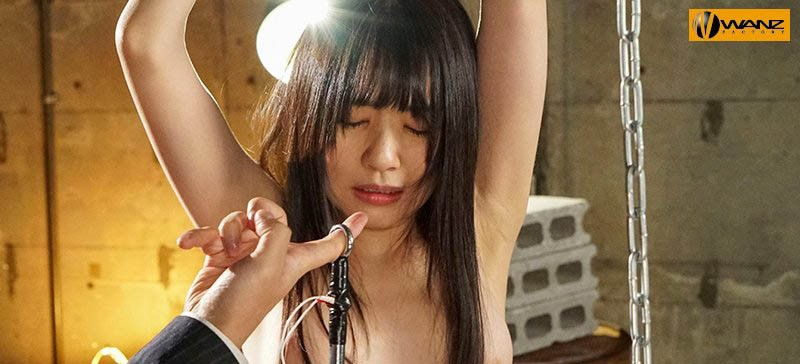 【蜗牛扑克】做人不要太鸡巴!女上司つぼみ被铁钩勾下面!