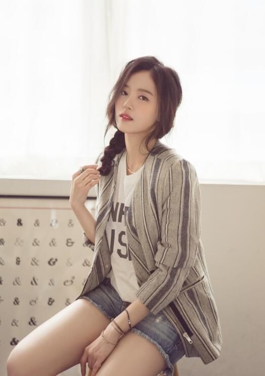 【蜗牛扑克】姜汉娜 韩国高颜值女星写真照、生活照分享及个人资料