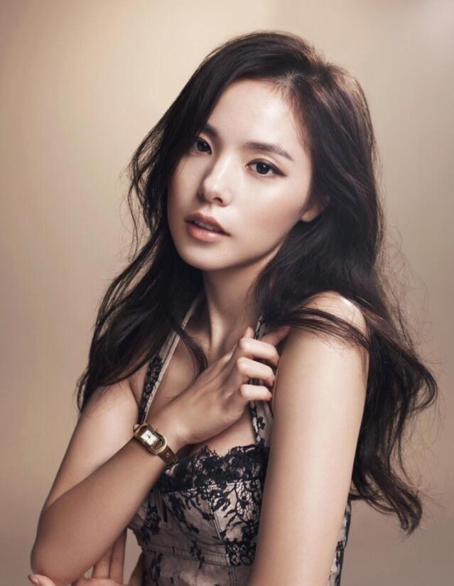 【蜗牛扑克】闵孝琳 韩国时尚达人美照分享及个人资料