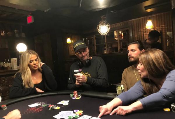 【蜗牛扑克】卡戴珊从Phil Hellmuth那里得到了一堂扑克课