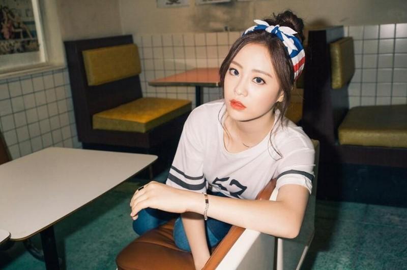 【蜗牛扑克】许英智 韩国女子演唱组合KARA成员美照鉴赏