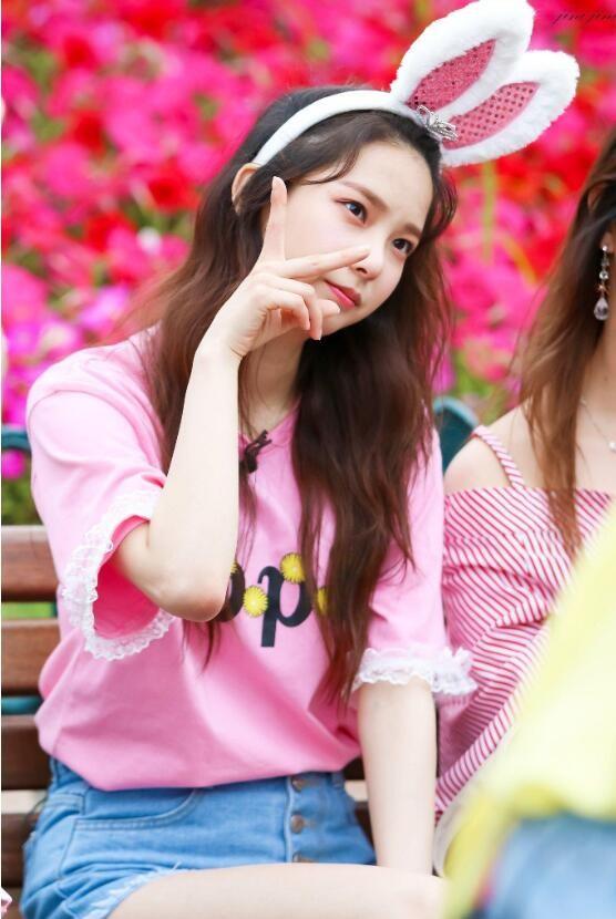 【蜗牛扑克】崔有真 韩国女子演唱组合CLC成员美照分享及个人资料